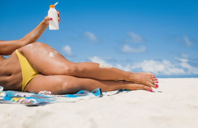 5 Best Spray Sunscreens for Face and Body of 2021