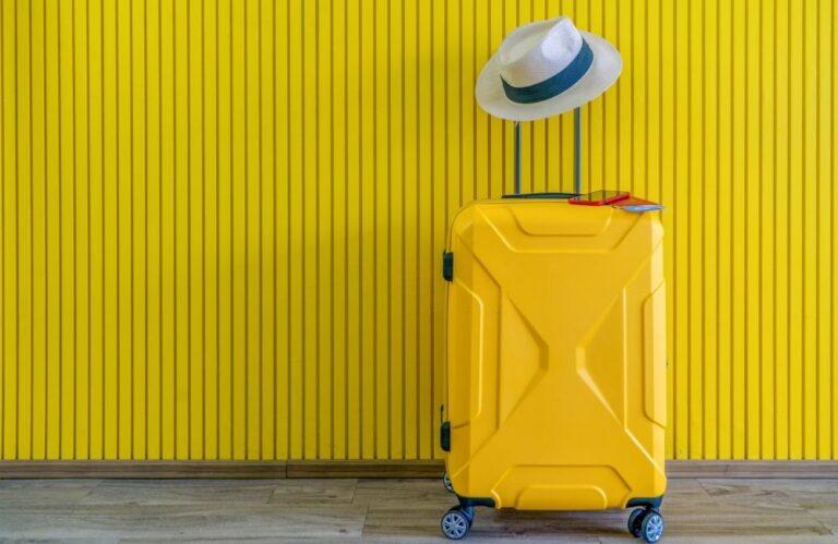 10 Essentials in Your Suitcase to Enjoy Summer