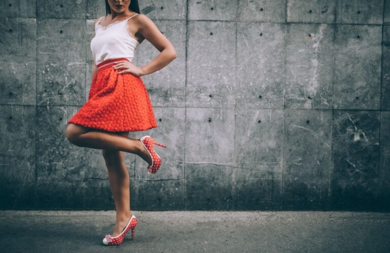 How to Look Taller: 5 Proven Fashion Tips For Shorter Women