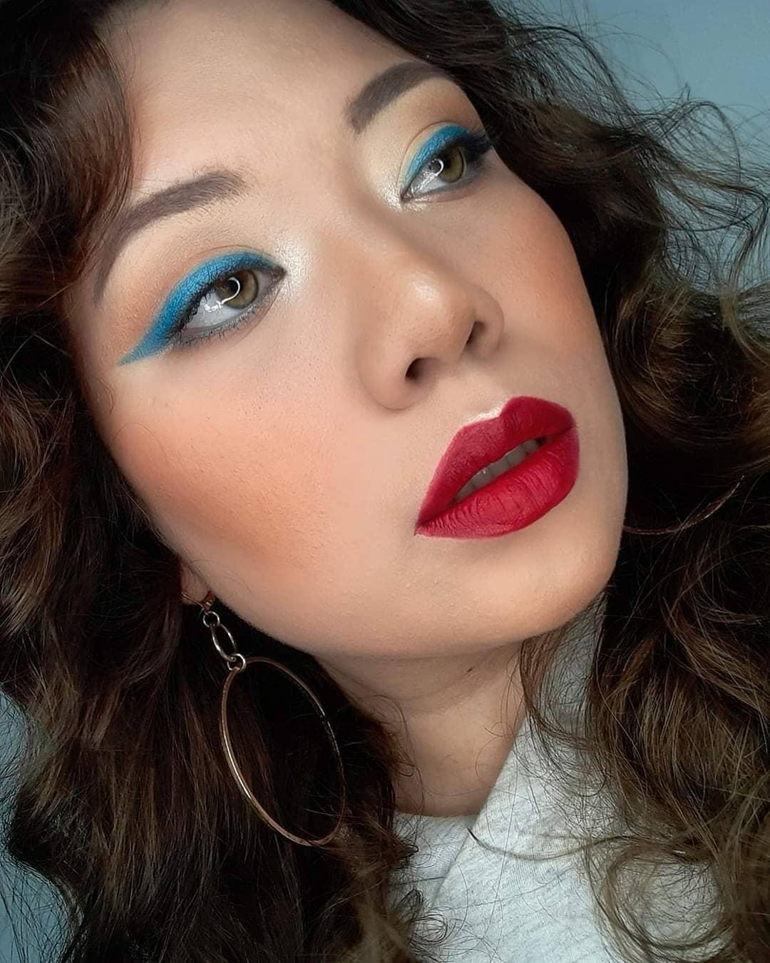 12. Blue eyeliner brings makeup to life