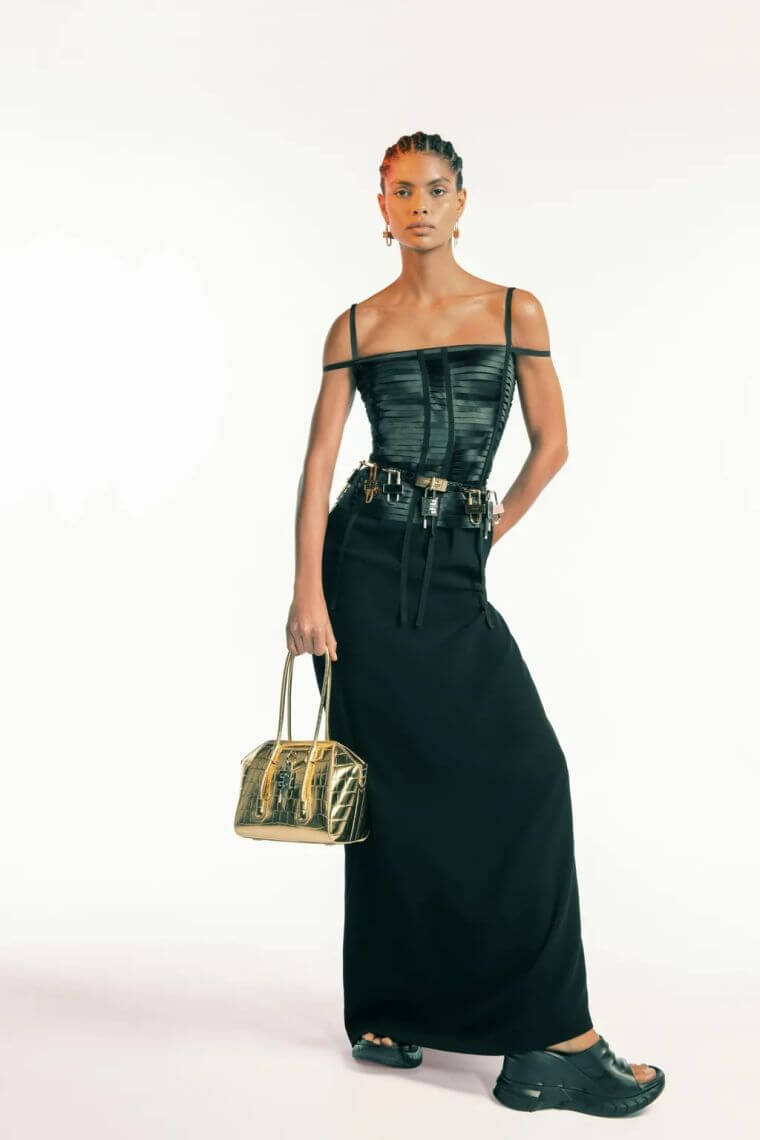 16. Corset to be fashionable.