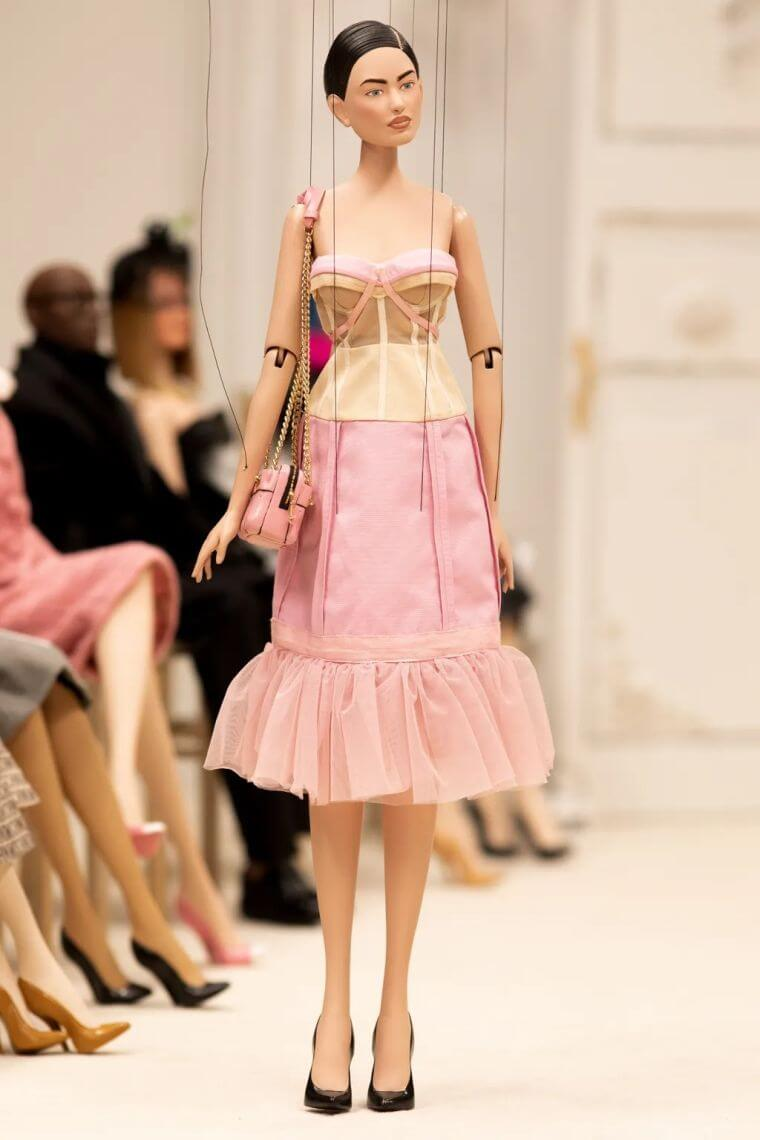 17. The corset dress is another very elegant and sexy trend for the summer