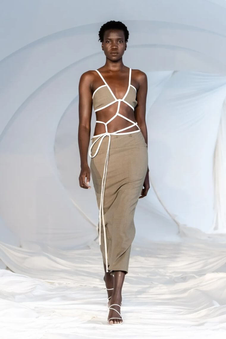 19. Set in neutral color with white thongs