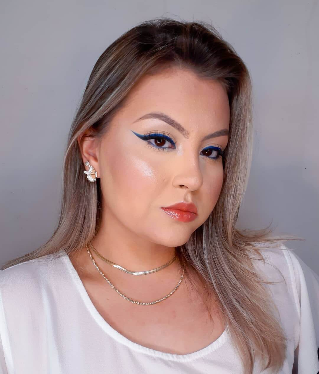 25. Feel glamorous with this makeup option