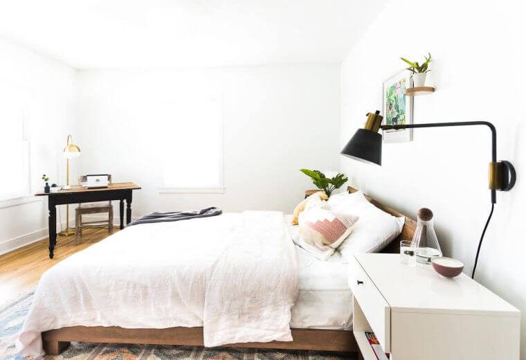 30. Very original bedroom decoration in white with accents in matt black
