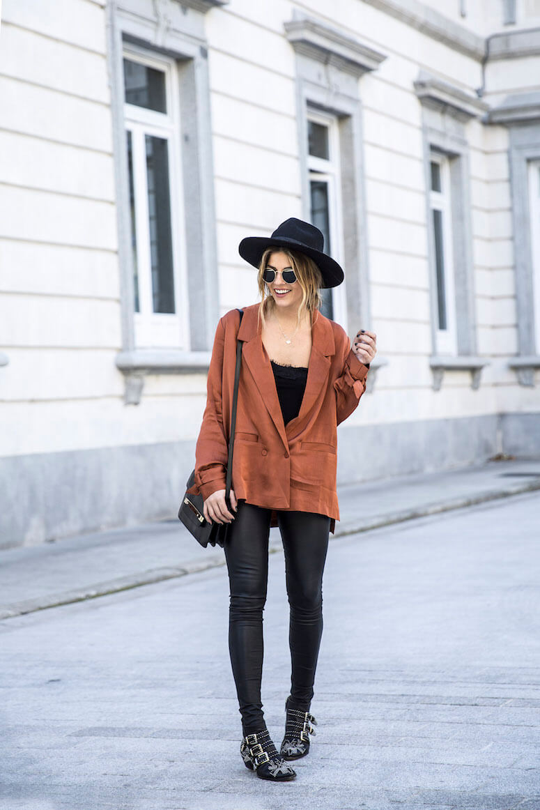 40. With a hat and a piece in earth tone, you get an indie look