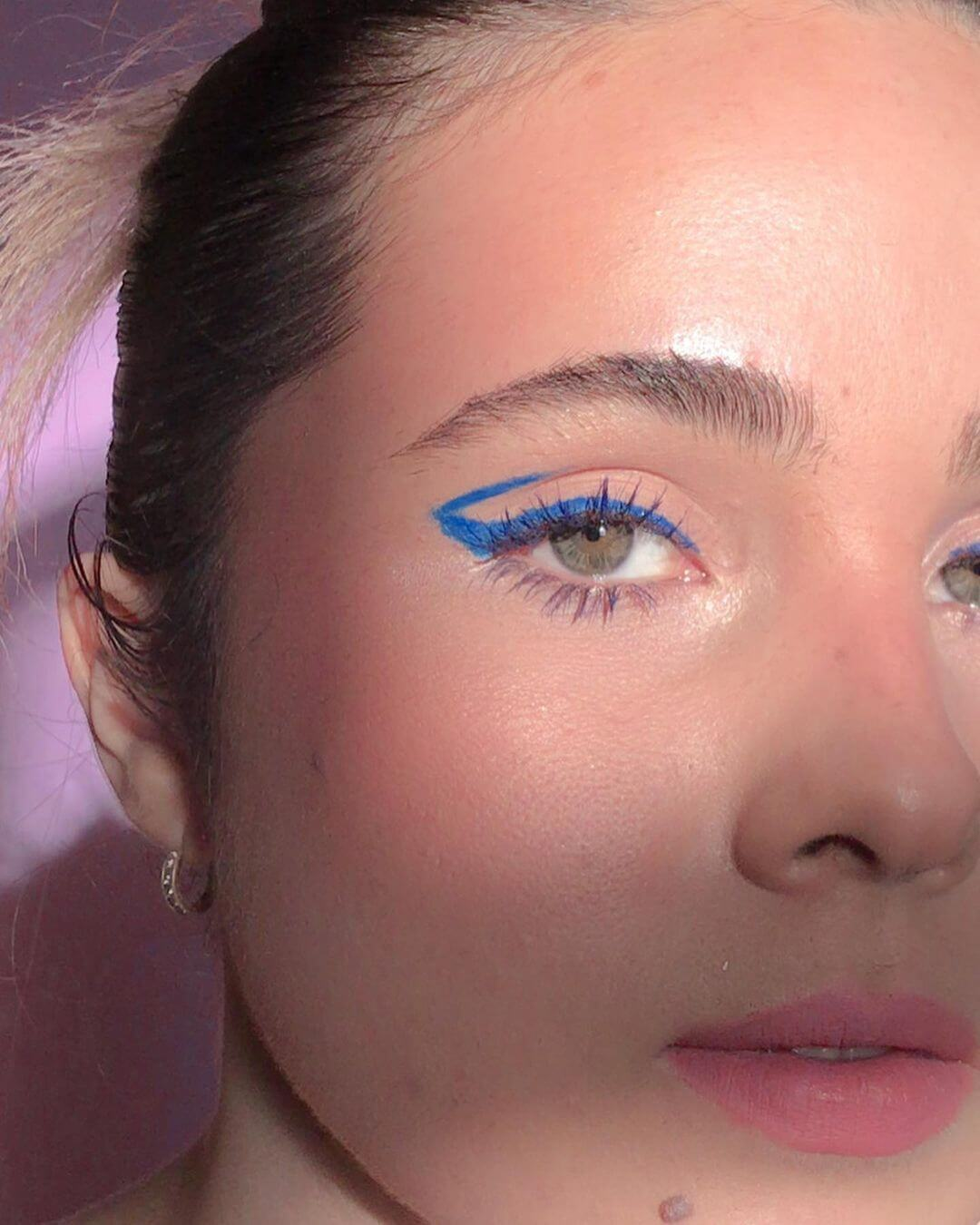 8. Do you like artistic makeup look at this option